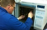 Replacing an ALC-1 column in a HP chromatograph during training in Chicago - 2010